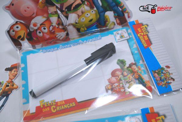 lousa magnética com jogo da velha dia das crianças toy story