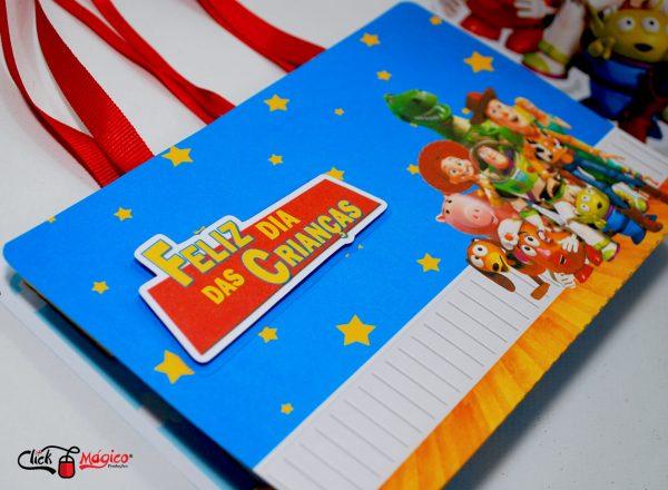 maletinha com kit de colorir Dia das Crianças